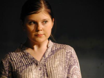 Vilma Penttilä esittää nuorta Katria.