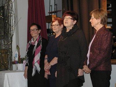 Hilkka Räty (vas.), Sirkku Heimonen, Liisa Junnonen ja Aira Grén lausuivat.
