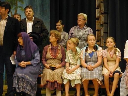 Näytelmäryhmä harjoittelee parhaillaan Naistenhurmaajat-näytelmää, joka saa ensi-iltansa 29. marraskuuta.