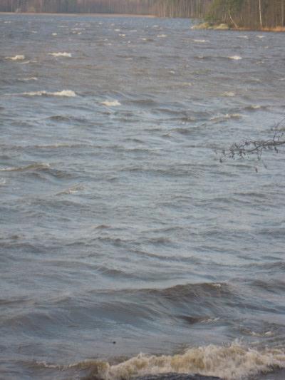 Suntianlahdessa aallot vaahtosivat ihan mukavan näköisesti.