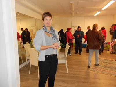 Taina Valsi kutsui avoimin ovin väkeä tutustumaan uuteen liikuntasaliinsa.