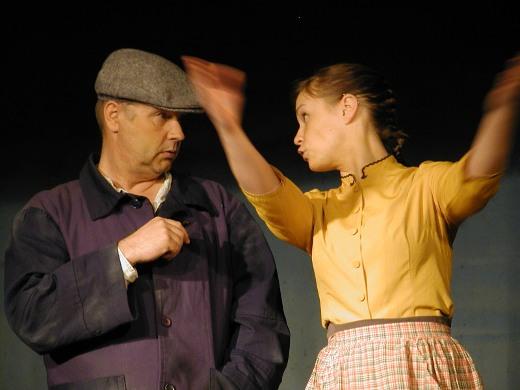 Nukari (Kai Grén) yrittää vielä monta kertaa hurmata Annin (Anu Pesari).