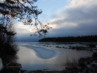 Vesi  järvessä oli noussut, joten rannat olivat auki, mutta ei tuonne ihan soutelemaankaan päässyt