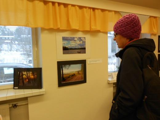 ässä kuvia katselee Marja-Liisa Gröhn, joka ilokseen muisteli, että on tainnut joskus olla Päivi Pihamon (os.Lantta) opettaja.