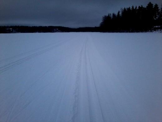 Pertsaa voi hiihtää mennen ja tullen, vapaata välissä.
