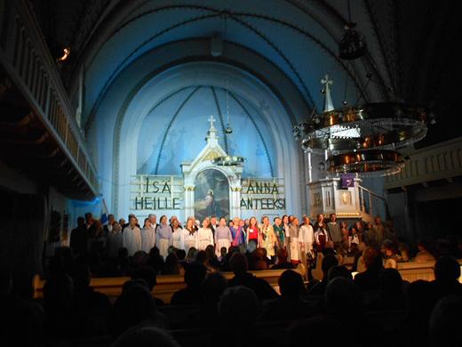 Savitaipaleen kirkko täyttyi neljään näytelmän esitykseen.
