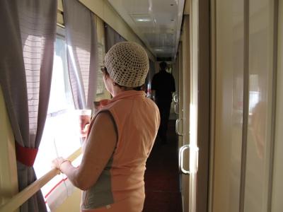 Maisemia saattoi katsella myös junan käytävästä.