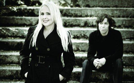 Hakamäen pimenevän illan päättää kotimaisen sielukkaan musiikin konkari Maarit Hurmerinta yhtyeineen.