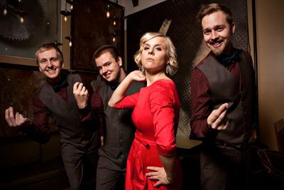 Laulaja Aili Ikonen ja jazztrio Herd vievät kuulijat matkalle jazziskelmän nostalgiselle maaperälle.