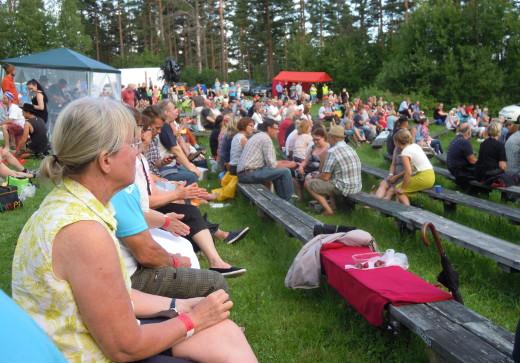 Savitaipaleen Sapassin Hakamäki-piknik kokosi museomäen kirjavaksi kansaa.