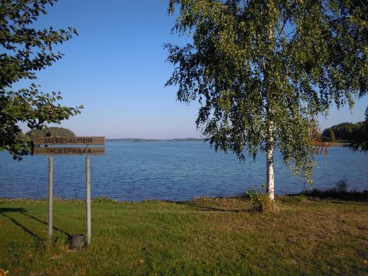 Järven tilaan perehdytään Jalkosalmen taukopaikalla.