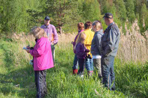 Nuorajärven ystävät ry. ja Savitaipaleen seudun luonnonsuojeluyhdistys kohtasivat kosteikolla toissa kesänä.
