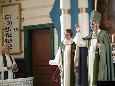 Lea Karhinen ja Seppo Häkkinen lukivat Herran siunauksen messun lopuksi.