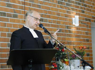 Takkisella oli myös neuvo papin jokapäiväiseen työhön: - Älä ota reunimmaista pullapalaa, se on kuiva!