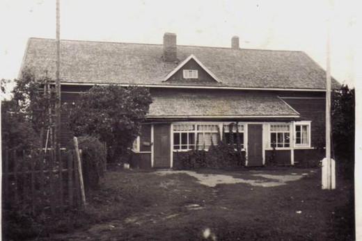 Klemin talo oli silloin tämän näköinen. Talo on yhä paikallaan muuttuvassa maisemassa.