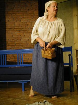 Liisa Haiko esittää Lindgrenskaa.