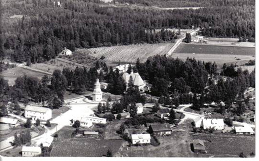 Lemin kirkonmäki ilmakuvassa 1959.Kuva Taikalyhty.