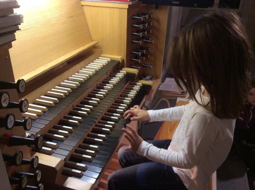 Nuorillekin pianon soittajille oli mukava elämys kokeilla isoa soitinta, jossa namikoita oli moninverroin pianoon nähden, eikä akustiikkaa puuttunut.