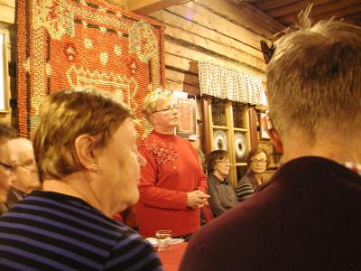 Anja Taipale puolestaan pohti Helena Viertolan sanoin, kuinka nopeasti joulut ja juhannukset seuraavat toistaan.