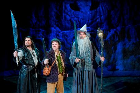 Thorin Tammikilpi (Sami Sivonen, IRTI), Bilbo Reppuli (Aki Honkatukia) ja Gandalf (Pekka Räty)