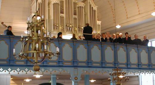 Kari Pettinen johtaa vielä kerran Lemin kirkkokuoroa.