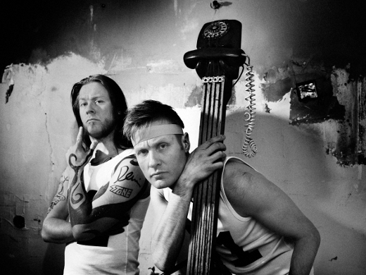 Veljekset Antti (vas.) ja Jussi Hyyrynen ovat yhdessä Wöyh-yhtye. Kuva: Aki-Pekka Sinikoski