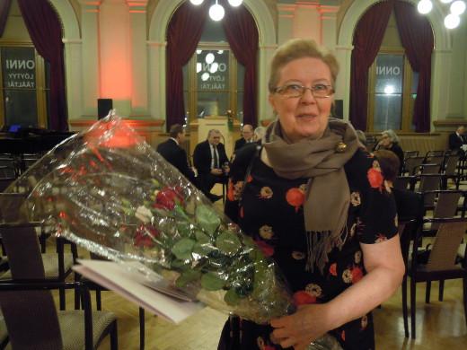 Yhdistyksen hallituksen jäsen Eija Sinkko kävi noutamassa palkinnon Joensuusta.
