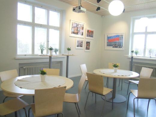 Entisessa kunnanhallituksen kokoushuoneessa on nyt kahvila.