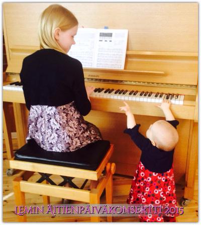 Näimmekö harjoituksissa nuorimman soittajan kautta aikojen? Kerttu Kuitto ja pikkusiskonsa Katriina.