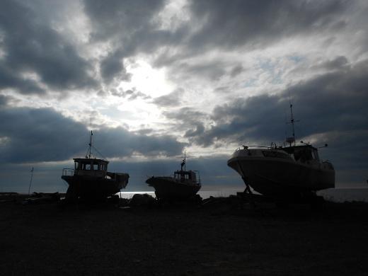 Kalastusalukset kuuluvat Hailuodon maisemaan.