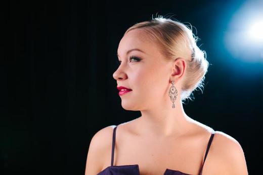 Saara Kiiveriä kuullaan vanhassa pappilassa nuorten muusikoiden konsertissa.
