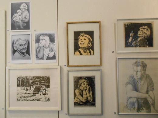 Eeva Jokipellolla on näyttelyssä oma huone.