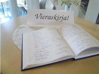 Vieraskirjaan on kertynyt nimiä eri puolilta Suomea ja itärajan takaakin.