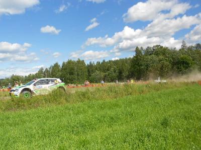 Tässä toisessa Esa-Pekka Lappi pääsi melkein livahtamaan kuvasta.