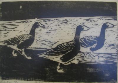 Näyttelyssä on myös mustavalkoisia teoksia.