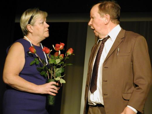 Näytelmä tuo lavalle myös takavuosien suosikkiparin Sirkku Liljanderin ja Markku Peutereen.