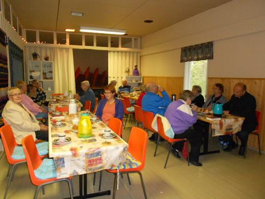 Tässä kuva Heitlahen virkiöitten syksystä. Kerhoa vetää nyt syyskauden Erja Ruohio, (044-0220725) kuvassa keskellä.