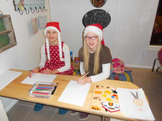 Joulun kunniaksi tontut pääsivät piirtämään.