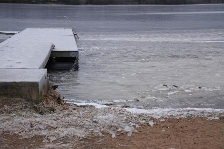 Tältä näytti Lahnajärven Suntianlahden rannassa uudenvuodenaattona 2015.