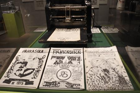 Pahkasika-lehden 40-vuotisjuhlanäyttely vei eukkomamman opiskeluaikojen Tampereelle.