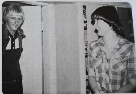 Kuvassa vuodelta 1974 ovat baarissa tuolloin töissä ollut Irmeli Kautto ja Ilkka Uski.