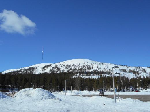 Pyhälläkin oli toissa viikolla vielä näin paljon lunta.