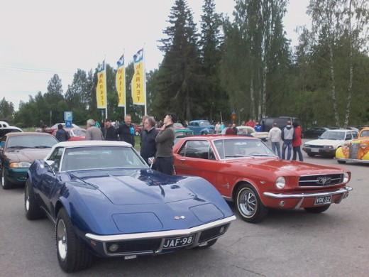 Noin sadan ajopelin joukossa oli jos jonkinlaisia nelipyöräisiä - Mustangejakin moneen lähtöön.