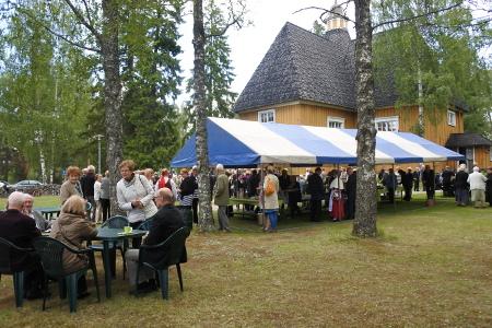 Juhlamessuun ja juhlaan otti osaa noin 280 henkeä.