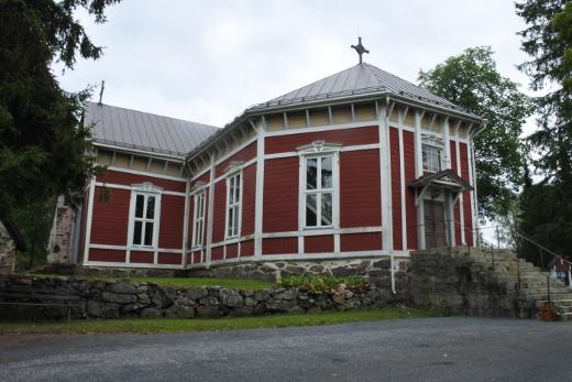 Eukkomamma on viikon ajan lomaillut Salossa, Kiskon kirkon tuntumass.