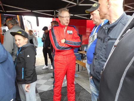 Tällä Ford Fiestalla tulipunaiseen pukuun pukeutunut Alamäki (kuva) ajeli varsin viisaasti SRC-luokassa.