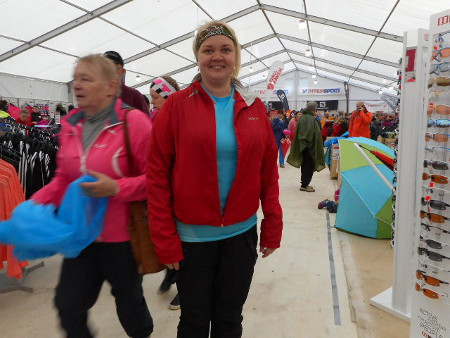 Heituinlahtelainen Silla Saalasti (kuva teltassa) oli ensi kertaa mukana juoksemassa.