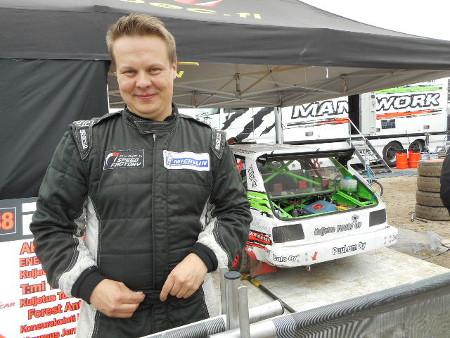 Toni ajoi Autocrossi-luokassa Toyota Starletillaan.
