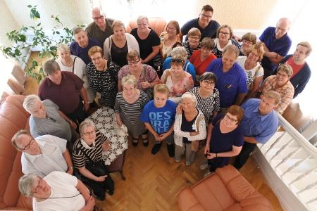 Kartanossa - kuten useimmissa Viron kartanoissa - toimi Neuvostoliiton aikaan koulu. Sen remontoidussa opettajan asunnossa otettiin porukasta yhteiskuva.