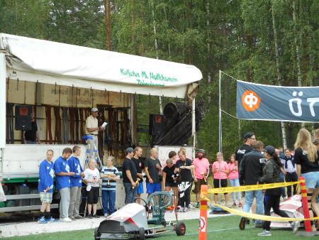 Mainion Matti Kyllösen selostuksen myötä voittajajoukkueet pääsivät lopulta yhteiskuvaan.